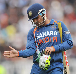 Virender Sehwag walks back after falling for 40, New Zealand v India, 5th ODI, Auckland, March 14, 2009