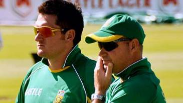Injured captain Graeme Smith and coach Mickey Arthur plot South Africa's next move