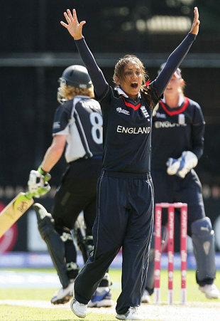 Isa Guha appeals for a wicket, England v New Zealand, women's World Cup final, Sydney, March 22, 2009