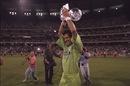 Imran Khan lifts the World Cup