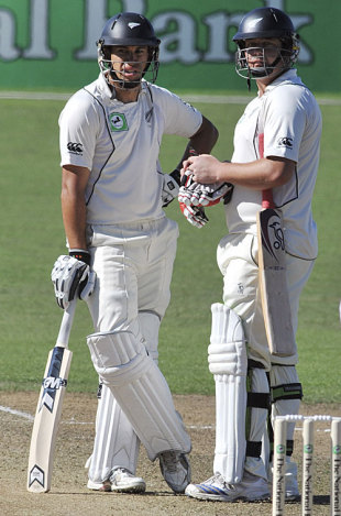 Ross Taylor and Jesse Ryder take a breather, New Zealand v India, 2nd Test, Napier, 1st day, March 26, 2009
