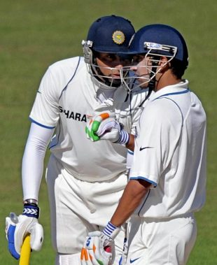 VVS Laxman has a chat with Gautam Gambhir, New Zealand v India, 2nd Test, Napier, 5th day, March 30, 2009