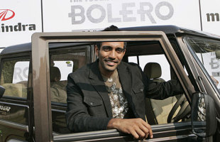photo of Robin Uthappa  - car