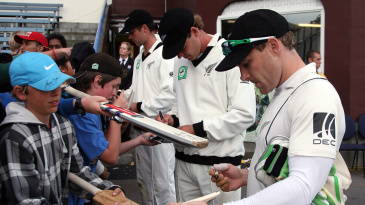 New Zealand players sign autographs for kids