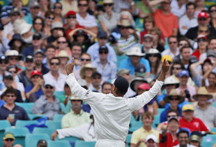 Harbhajan Singh celebrates a wicket, Australia v India, 2nd Test, Sydney, 4th day, January 5, 2008