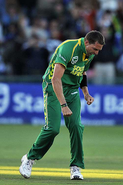 Dale Steyn took four to hasten Australia's defeat