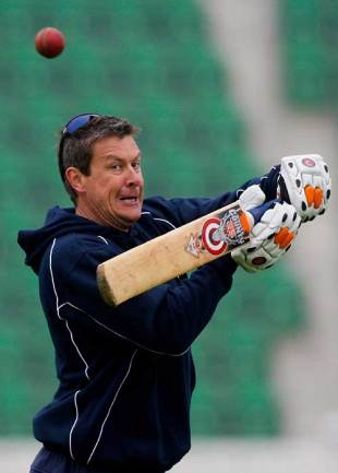 Ashley Giles, Warwickshire's director of cricket, helps with the fielding drills, Somerset v Warwickshire, Taunton, April 15, 2009