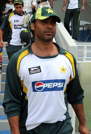 Shoaib Akhtar walks out for the practice session, Dubai, April 21, 2009