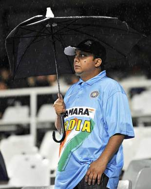 An Indian fan waits in vain for the game to start, Chennai Super Kings v Kolkata Knight Riders, IPL, 13th match, Cape Town, April 25, 2009