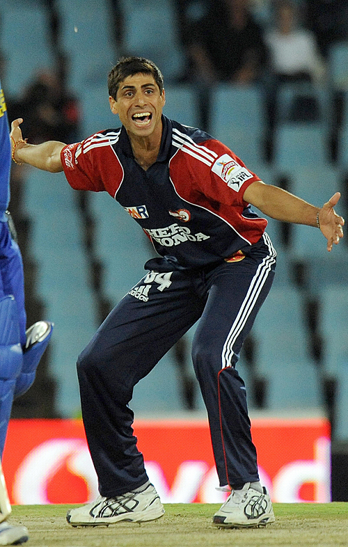 Ashish Nehra successfully appeals for an lbw against Rob Quiney, Delhi Daredevils v Rajasthan Royals, IPL, 18th match, Centurion, April 28, 2009