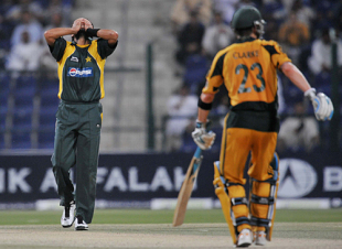 It was frustrating for the Pakistan bowlers under lights, Pakistan v Australia, 4th ODI, Abu Dhabi, May 1, 2009
