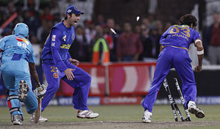 Rob Quiney looks on as Munaf Patel runs out Lasith Malinga to seal Rajasthan's victory, Mumbai Indians v Rajasthan Royals, 45th match, IPL, Durban, May 14, 2009