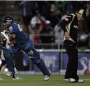 Brendon McCullum is a picture of disappointment after Rohit Sharma steals the win, Deccan Chargers v Kolkata Knight Riders, IPL, Johannesburg, May 16, 2009