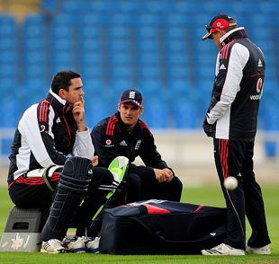 Kevin Pietersen, Andrew Strauss and Andy Flower discuss tactics ahead of the first ODI against West Indies, Headingley, April 20, 2009