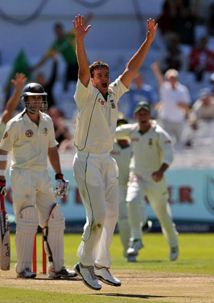 Albie Morkel appeals against Phil Hughes, South Africa v Australia, 3rd Test, 1st day, Cape Town, March 19, 2009
