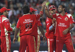 Praveen Kumar and his team-mates get together, Bangalore Royal Challengers v Chennai Super Kings, IPL, second semi-final, Johannesburg, May 23, 2009