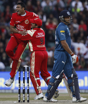 Anil Kumble sends back Andrew Symonds, Royal Challengers Bangalore v Deccan Chargers, IPL, final, Johannesburg, May 24, 2009