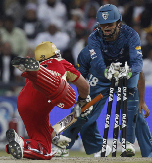Quick glovework from Adam Gilchrist has Roelof van der Merwe short of his crease, Royal Challengers Bangalore v Deccan Chargers, IPL, final, Johannesburg, May 24, 2009