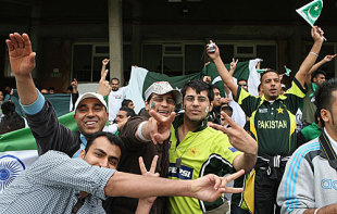 Pakistan fans make merry at The Oval, India v Pakistan, ICC World Twenty20 warm-up match, The Oval, June 3, 2009