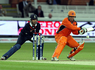 Tom de Grooth shapes to play the reverse-sweep, England v Netherlands, ICC World Twenty20, Lord's, June 5, 2009