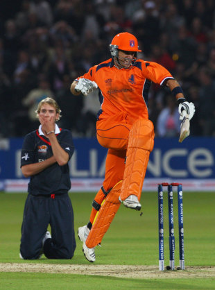 Ryan ten Doeschate celebrates as Stuart Broad sinks to his knees as  Netherlands' seal a dramatic last-ball win, England v Netherlands, ICC World Twenty20, Lord's, June 5, 2009