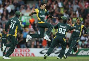 Umar Gul celebrates bowling Luke Wright, England v Pakistan, ICC World Twenty20, The Oval, June 7, 2009