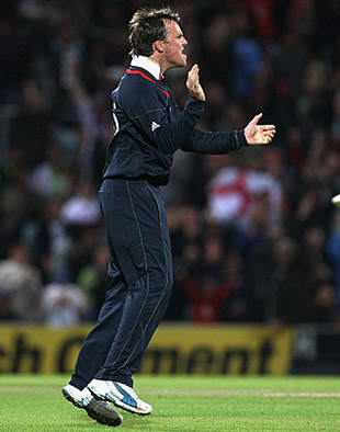 Graeme Swann celebrates the wicket of Shahid Afridi, England v Pakistan, ICC World Twenty20, The Oval, June 7, 2009