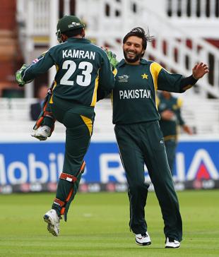 Shahid Afridi gets a high five from Kamran Akmal after bowling Tom de Grooth, Netherlands v Pakistan, ICC World Twenty20, Lord's, June 9, 2009
