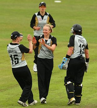 Sian Ruck returned economical figures of 3 for 12, Australia v New Zealand, ICC Women's World Twenty20, Taunton, June 12, 2009