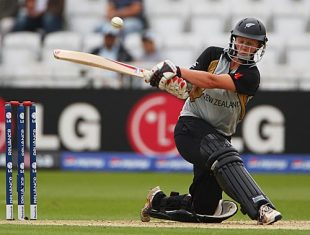 Aimee Watkins sweeps, India v New Zealand, 1st semi-final, ICC Women's World Twenty20, Trent Bridge, June 18, 2009