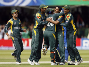 Abdul Razzaq celebrates the wicket of Sanath Jayasuriya with his team, Pakistan v Sri Lanka, ICC World Twenty20 final, Lord's, June 21, 2009