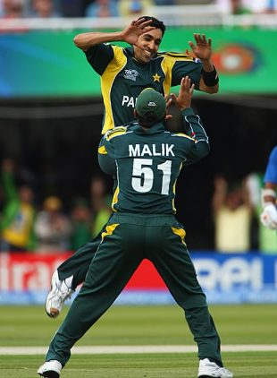 Umar Gul celebrates getting rid of Chamara Silva, Pakistan v Sri Lanka, ICC World Twenty20 final, Lord's, June 21, 2009