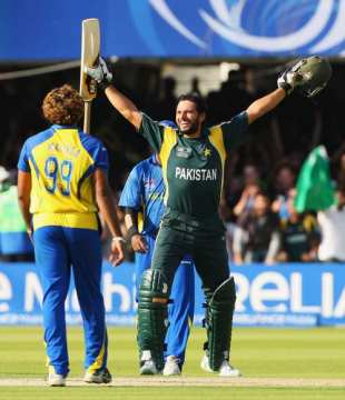 Shahid Afridi celebrates after hitting the winning run, as Lasith Malinga looks on, Pakistan v Sri Lanka, ICC World Twenty20 final, Lord's, June 21, 2009