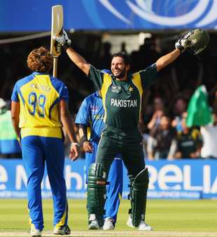 Shahid Afridi celebrates after hitting the winning run