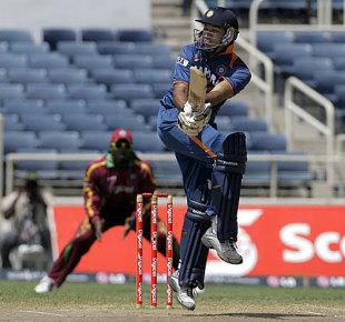 Yuvraj Singh pulls off his hip, West Indies v India, 2nd ODI, Kingston, June 28, 2009
