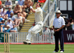 Brett Lee flies up to his delivery stride, England Lions v Australians, New Road, 2nd day, July 2, 2009