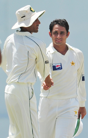 Saeed Ajmal shakes hands with Younis Khan after wrapping up the Sri Lankan innings, Sri Lanka v Pakistan, 2nd Test, Colombo, 2nd day, July 13, 2009