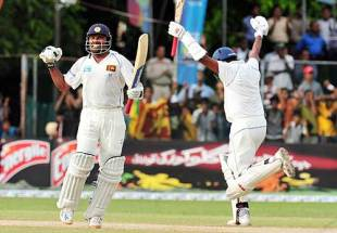 Mahela Jayawardene and Thilan Samaraweera erupt as Sri Lanka seal the series, Sri Lanka v Pakistan, 2nd Test, Colombo, 3rd day, July 14, 2009