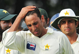 Younis Khan wonders what went wrong, Sri Lanka v Pakistan, 2nd Test, Colombo, 3rd day, July 14, 2009