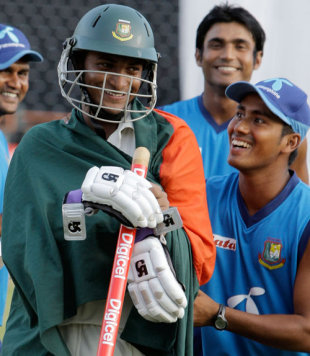 Shakib Al Hasan is all smiles after a splendid all-round performance, West Indies v Bangladesh, 2nd Test, 4th day, Grenada, July 20, 2009