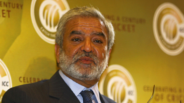 Ehsan Mani delivers his address