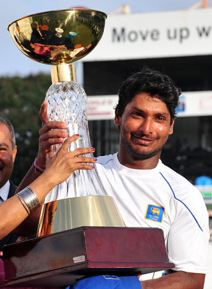 Kumar Sangakkara lifts the series trophy, Sri Lanka v Pakistan, 3rd Test, Colombo, 5th day, July 24, 2009