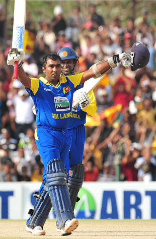 Mahela Jayawardene celebrates his hundred, Sri Lanka v Pakistan, 3rd ODI, Dambulla, August 3, 2009