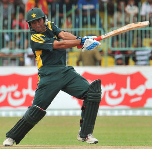 Younis Khan slashes the ball past point, Sri Lanka v Pakistan, 4th ODI, R Premadasa Stadium, Colombo, August 7, 2009