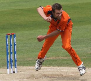 Dirk Nannes in his delivery stride, Netherlands v Scotland, ICC World Twenty20 warm-up match, The Oval, June 3, 2009