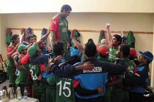 Tamim Iqbal leads the victory chorus in the Bangladesh dressing room, Zimbabwe v Bangladesh, 4th ODI, Bulawayo, August 16, 2009