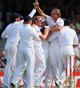 Stuart Broad congratulated for claiming the wicket of Shane Watson, England v Australia, 5th Test, The Oval, 2nd day, August 21, 2009