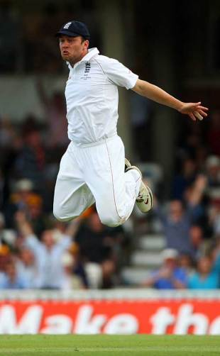Jonathan Trott shows his hang-time after catching Michael Clarke, England v Australia, 5th Test, The Oval, 2nd day, August 21, 2009