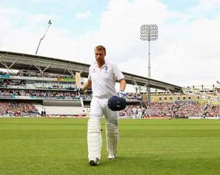 Andrew Flintoff gives the ground a quick wave as he departs, England v Australia, 5th Test, The Oval, 3rd day, August 22, 2009