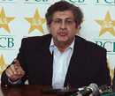 Wasim Bari makes a point to the reporters, Lahore, March 5, 2009